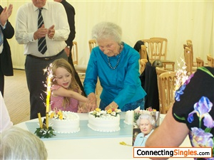 Aunty cutting cake, you would think the Queen could have smiled??????????!!!!!!