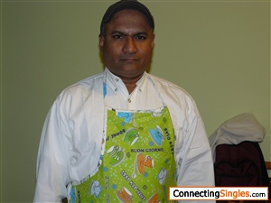 I am ball headedoriginaly from Sri Lankalive and work in milano Italy Never married have no children