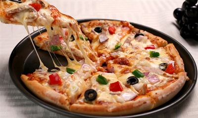 quick pizza in 10 minutes in a skillet